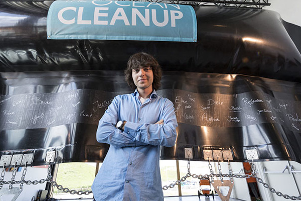 Egy huszonéves fiatalember találmánya tisztítja meg az óceánokat a műanyagtól