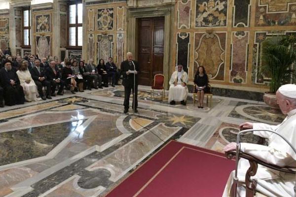 Ferenc pápa: El kell törölni a gyermekekkel való visszaélés minden formáját